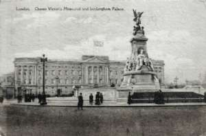 Sept. 26th 1916 - This Palace of coars looks nicer than you see it here but just the same thing the monument is fine across the street to right is the big Green Park, and to the back of the Palace are the big gardens that comon civilians or private soldiers can't go thru.